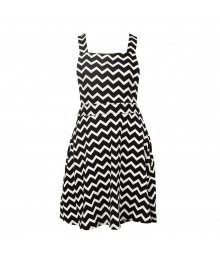 Speechless Black/White Cheverom Skirtail Dress Juniors